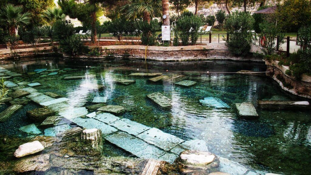 Античный бассейн Памуккале